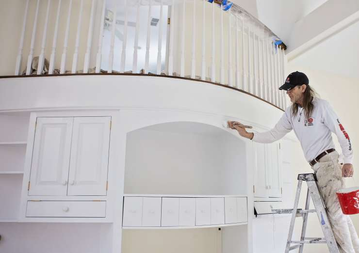 Top 4 Reasons to Hire a Professional to Paint Your Home